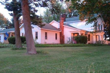 Amazing 1832 RGargesFarmStay Bedrm1 - House