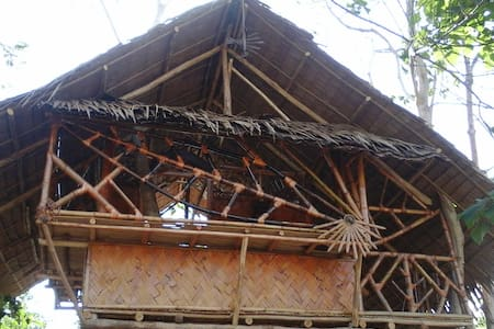 Chilling Bamboo Tree House - Treehouse