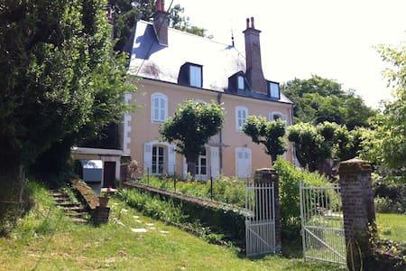POUR LES 24 HEURES DU MANS ch 2 - Chateau du Loir - House