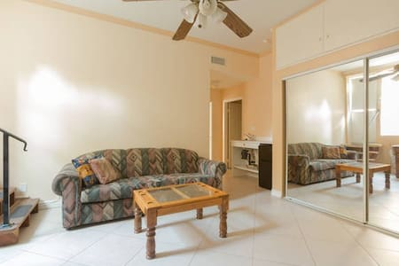 Big Studio  400 SQ F on hill top, amazing view, single bed private entry has small refrigerator, microwave, toaster,  electric water pot. big beautiful full bath if you wish to have a separate bedroom connected to studio, look at our 1 bedroom unit.