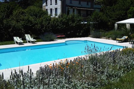 Room for 3 with large pool - Lanet - Bed & Breakfast