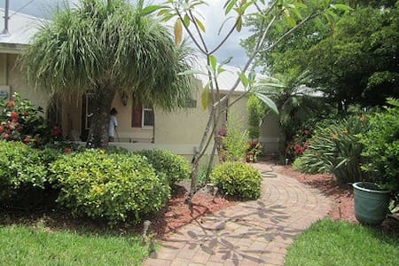 House on the River, Private Room - Bonita Springs