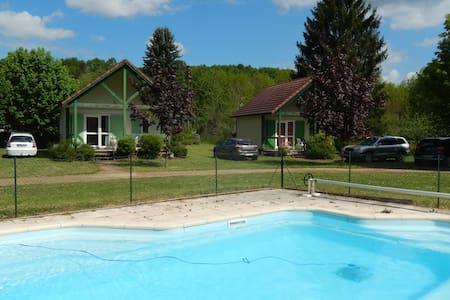 Chalet avec piscine au calme - Chalet