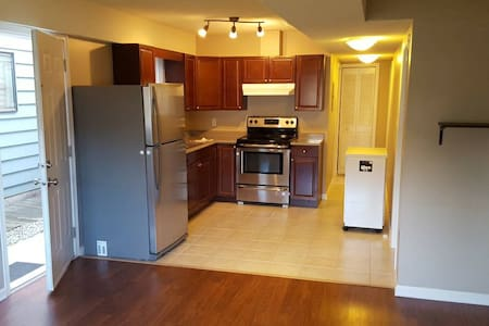 Bright 2 Bed/1 Bath main floor suite (unfurnished) - Vancouver