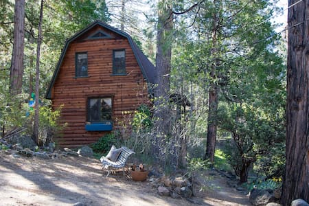 Unique Log Cabin for Two in Idyllwild, CA - Chalet