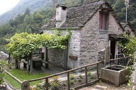 Rustico Biancaneve Corippo - Casa