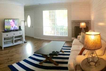 Cozy Townhome - Minutes from Sullivan's Island! - Casa a schiera