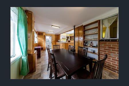 Homely Room, in good area. - Sunbury