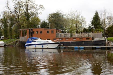 York HouseBoat. Warm and wonderful. - York - Boat