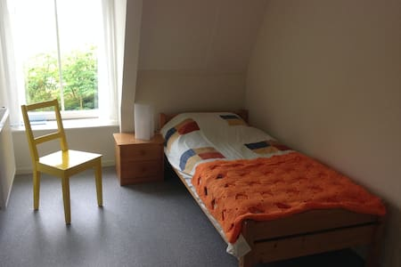 NICE SINGLE ROOM with private shower in Hinnaard. - Hinnaard