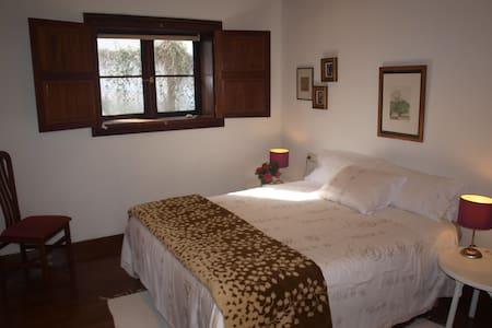 Habitación  doble vestidor y baño - Casa