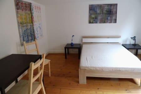 1 Zimmer in Kunst-Galerie-Wohnung  ca 170m² - Butzbach - Appartement