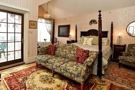 The Elizabeth Wood Room #2 - Bed & Breakfast