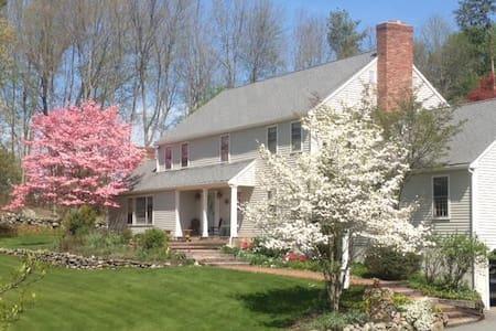 Wonderful Colonial in historic Sudbury MA - House
