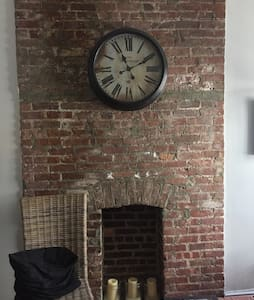 Large 2 bedroom in Theatre District - Apartment