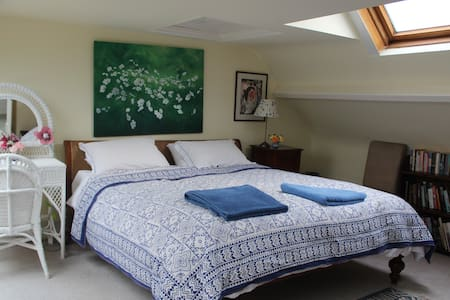 Superking ensuite + amazing views in Area of ONB - Semley, Shaftesbury - Bed & Breakfast
