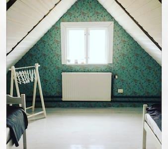 B&B on small horsefarm Eketorp Homestead - Kristianstad V - Bed & Breakfast