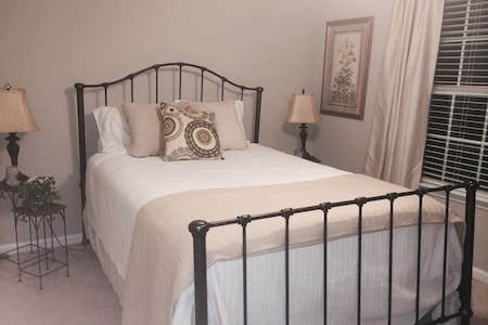 Great private space in lovely home - Richmond Hill - Casa