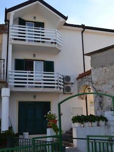 Studio apartment Anita SA2 Pink Gradac, Riviera Makarska - Apartment