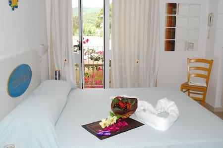 Triple Room by the beach of Lido - Porto Azzurro - Bed & Breakfast