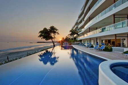 Beachfront Condo with Pool Sleeps 6 - Punta de Mita