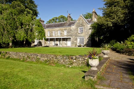 Historic Home with Royal Connection - Caernarfon - Bed & Breakfast