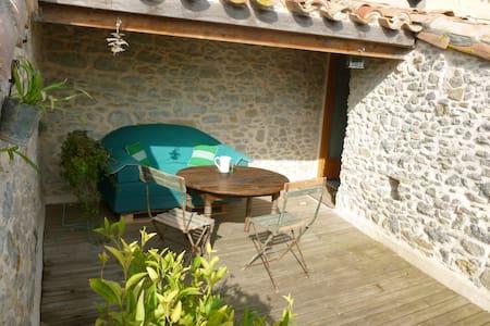 Dans un village près de Carcassonne - Dům
