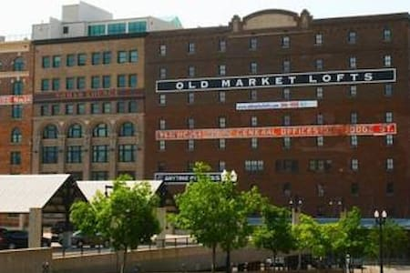 1BR/2BA in the heart of Old Market - Omaha - Apartment