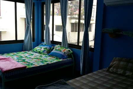 Triple bed & A/C & Private bathroom - Bangkok - Bed & Breakfast