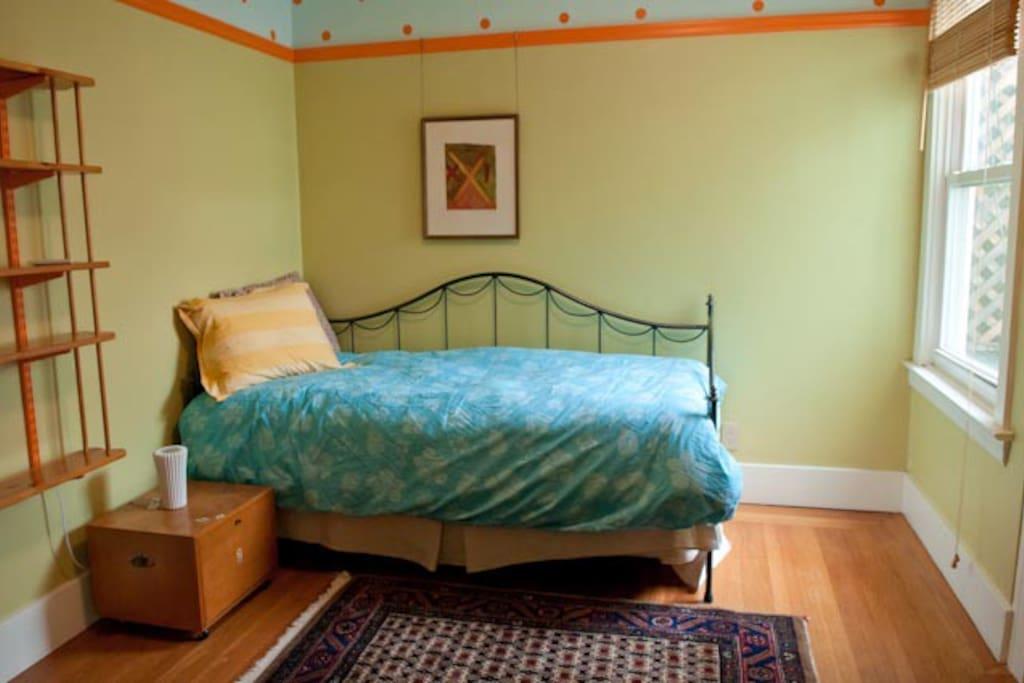 2nd Bedroom Trundle Bed