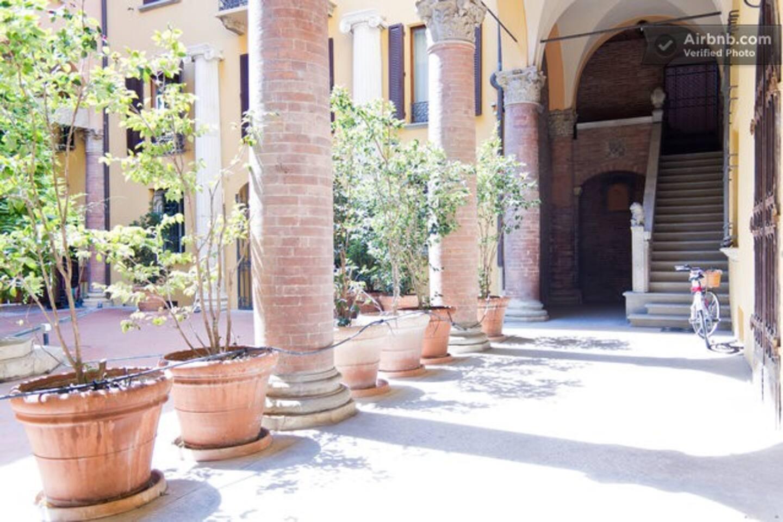 Bellissimo ingresso in palazzo antico