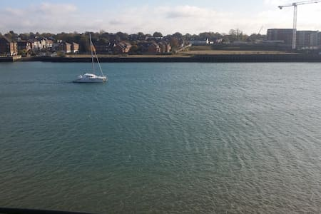 Ocean Village,  own bathroom, includes parking - Southampton