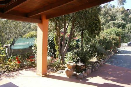 Villa con patio e giardino in villaggio sul mare - Geremeas - Villa