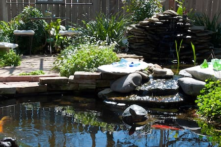 Garden Guest House -Lily Pads & Koi - Austin - House