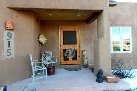 LELOLI bed + breakfast - Colorado Springs - House