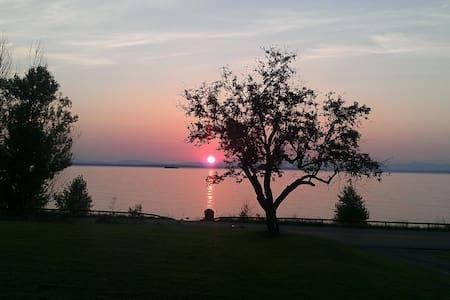 Lake Front - Awesome Views - Haus