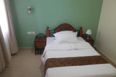 Hotel Troy. Peaceful B&B - nairobi - Bed & Breakfast