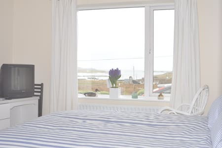 Beautiful 'Room with View' Ensuite and Seaside! - Claddaghduff - House