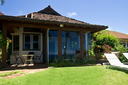 Oceanfront Ginger Cottage - Paia - Casa
