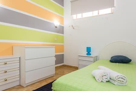 bedroom4 Albufeira 2mnt from beach - Haus