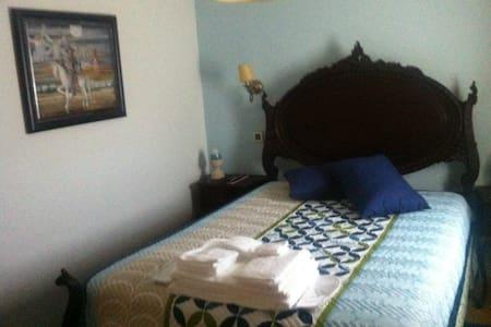 Blue Room  - Hus