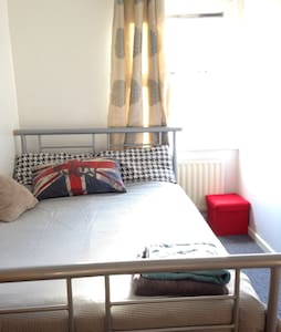 CITY CENTRE. Double bed, small room