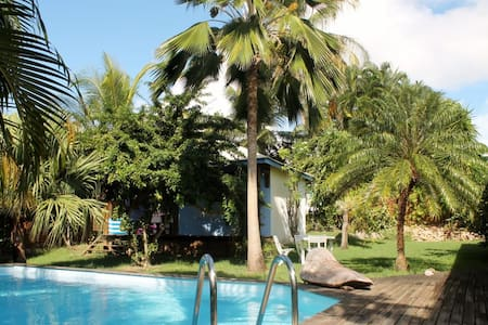 Charming bungalow with swiming pool - Sainte-Anne - Casa