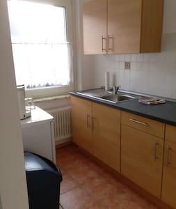 Wohnung zentral mit Blick ins Grüne - Apartament