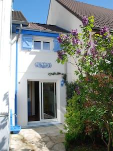 """Gîte """"Les Bleuets"""" - Savigny-sur-Orge - House"""