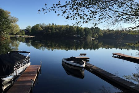 Serene & Beautiful home on Congamond's North Pond - Southwick - Huis
