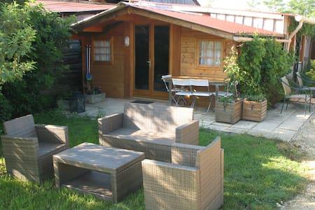 Huis met eigen meer en zandstrandje - Cabin