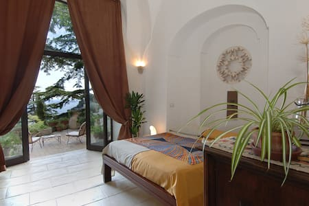 Villa Cocles is part of a 17th century old convent in Positano and has a completely independent entrance, only 16 steps down from the main street.  The Villa preserves all the spacious areas of the original convent structure with its six metres high