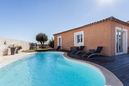 Villa 8 couchages avec piscine - Narbona