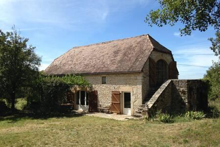 Grange aménagé proche Rocamadour - Rumah